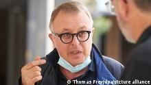 Landrat Jürgen Pföhler (CDU) besucht die Boeselager-Realschule. Die Schule wurde durch die Flutkatastrophe stark beschädigt.