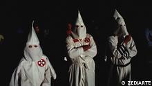 """Nur zur abgesprochenen Berichterstattung! *** 11305 Ku-Klux-Klan - I. Die Geburt des """"Unsichtbaren Reichs"""" Bildbeschreibungen (1-2 Sätze): Filmstil aus 'Ku-Klux-Klan - I. Die Geburt des """"Unsichtbaren Reichs""""' Dokumentation Copyright: ©ZED/ARTE"""
