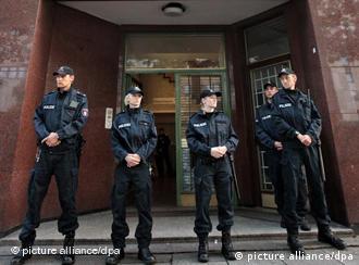 Police outside Hamburg's Taiba Mosque