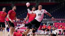 Egypt's Mohamed Shebib, center, scores during the men's bronze medal match handball match between Egypt and Spain at the 2020 Summer Olympics, Saturday, Aug. 7, 2021, in Tokyo, Japan. (AP Photo/Pavel Golovkin)