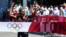 Tokyo 2020 Olympics - Athletics - Women's Marathon - Sapporo Odori Park, Sapporo, Japan - August 7, 2021. Peres Jepchirchir of Kenya celebrates as she wins gold REUTERS/Feline Lim TPX IMAGES OF THE DAY