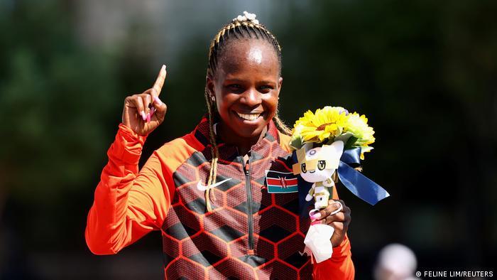 Tokio 2020: Mshindi wa mbio za marathoni wanawake Peres Jepchirchir kutoka Kenya.