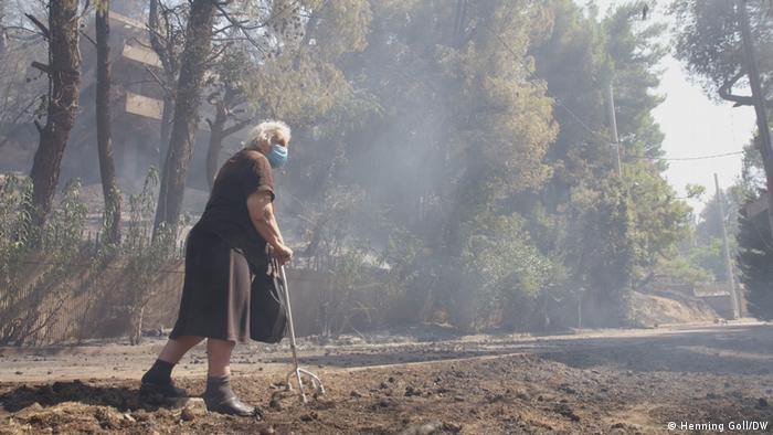 Pensionista Irini en el monte Parnés: No me voy de aquí.