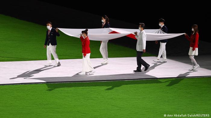 Uobičajenom ceremonijom u koju spada i skidanje zastave zemlje domaćina završene su Olimpijske igra u Tokiju. Neposredno pre toga vaterpolo reprezentacija Srbije osvojila je zlato. SAD su na prvom mestu po broju osvojenih medalja, Nemačka na 9. a Srbija na 28. mestu.