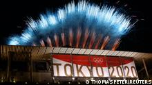 Tokyo 2020 Olympics - The Tokyo 2020 Olympics Closing Ceremony - Olympic Stadium, Tokyo, Japan - August 8, 2021. General view of fireworks above the stadium during the closing ceremony REUTERS/Thomas Peter