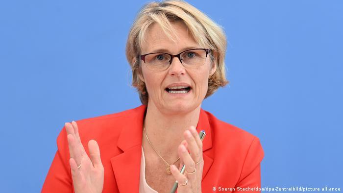 Bundesforschungsministerin Anja Karliczek: Sich dem Klimawandel noch entschiedener entgegenstellen