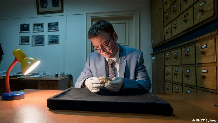 Daniel Mansfield studying the Old Babylonian clay tablet Si.427