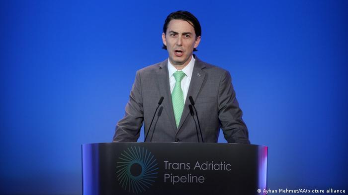 Амос Хохштейн выступает на открытии Трансадриатического трубопровода