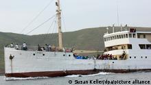 ARCHIV - Das deutsche Schiff Graf Goetzen, das noch heute in Tansania unter dem Namen Liemba über den Tanganjika-See bis nach Sambia fährt, Aufnahme vom 02.10.2013. Foto: Susan Keller/dpa (zu dpa Die «Liemba» für Burundi: Deutscher Kolonialdampfer auf Rettungskurs vom 11.06.2015) +++ dpa-Bildfunk +++