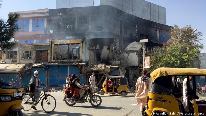 Los talibanes reconquistan Kunduz, destruyendo la infraestructura de la ciudad.