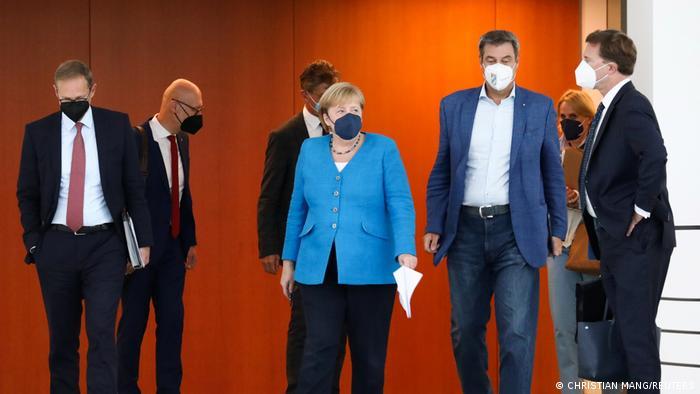 Преди пресконференцията на министър-председателите на провинциите с канцлерката Меркел