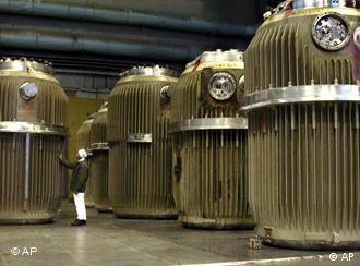 Container mit Atommüll aus Bulgarien stehen in der russischen Atomanlage Majak (Archivfoto 2005: ITAR-TASS)