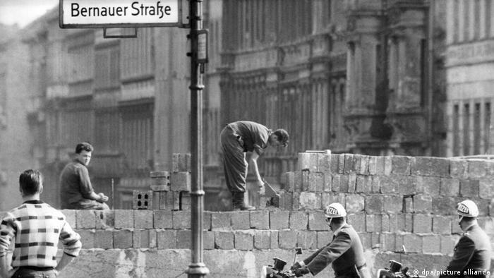 La construction du Mur de Berlin en 1961