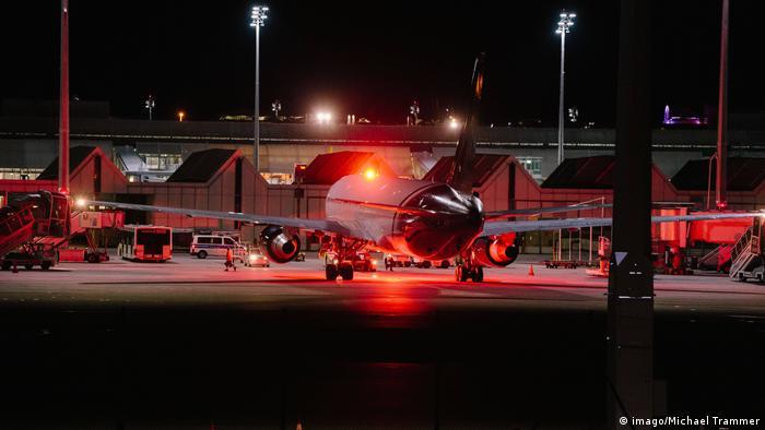 Abschiebung von Flüchtlingen nach Afghanistan | Flugzeug München