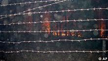 In this Tuesday, Aug. 3, 2010, photo released by www.sarov.info, an approaching forest fire seen through the barbed wire, which cordons off the country's top nuclear research facility in Sarov, some 480 km (300 miles) east of Moscow.. More than 500 separate blazes were burning nationwide Friday, Aug. 6, 2010, mainly across western Russia, amid the country's most intense heat wave in 130 years. Planes, helicopters and even robots were sending to help control blazes around the country's top nuclear research facility in Sarov, 300 miles (480 kilometers) east of Moscow. (AP Photo/www.sarov.info, HO) Russland Waldbrände Nuklearforschungszentrum Sarov