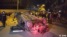 Ein junger Mann starb am Mittwoch nach einem Streit zwischen türkischen und ausländischen Jugendlichen in Altindag, Ankara. Als Reaktion auf den Vorfall in Altindag haben die türkischen Gruppen gestern Abend die Häuser der ausländischen Gruppen mit den Steinen beworfen und ihre Fahrzeuge und Geschäfte beschädigt. Die Bilder zeigen die Ausschreitungen in Altindag.