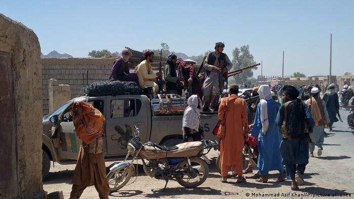 Taliban kontrolündeki bölgelerin sayısını artırıyor