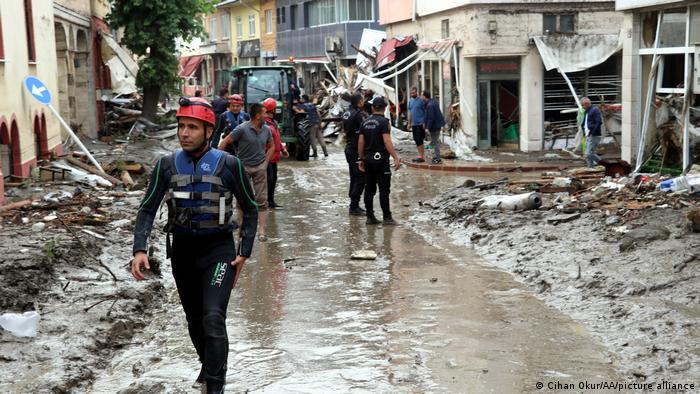 Kastamonu'nun Bozkurt ilçesinde yaşanan sel felaketinin ardından yapılan kurtarma çalışmaları - (12.08.2021)