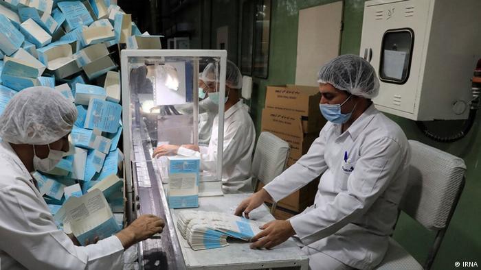 رئیس ستاد مقابله با کرونای تهران اعلام کرده است که فقط برای ۵ روز ذخیره واکسن در کشور وجود دارد. همزمان رئیس اتاق بازرگانی تهران گفته است که وزارت بهداشت در فروردینماه امسال از ورود شش میلیون دوز واکسن به کشور جلوگیری کرده است.
