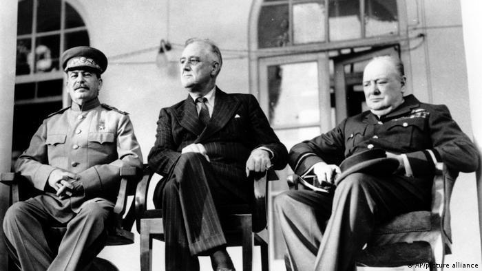 Сталин, Рузвельт и Черчилль на конференции в Тегеране, 1943 год