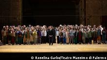 Salvatore Punturo e Coro voci bianche Parsifal © rosellina garbo Coro Arcobaleno (Rainbow Choir) der Stadt Palermo.