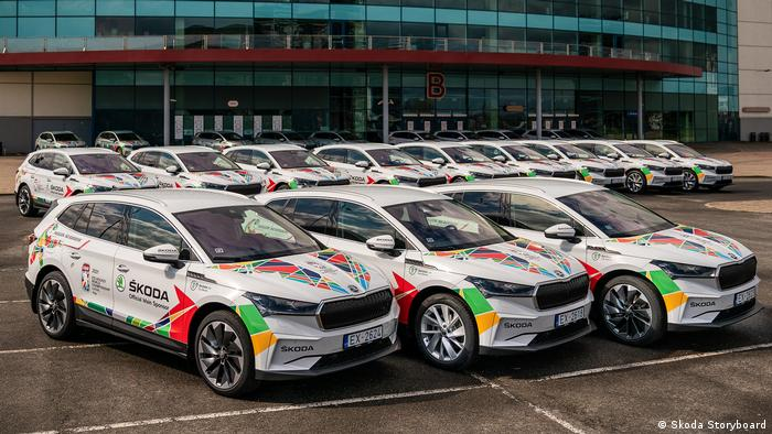 Электрические SUV Škoda Enyaq iV, предоставленные организаторам ЧМ-2021 по хоккею в Латвии