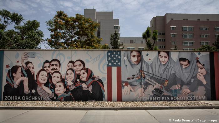 Mural na embaixada dos EUA em Cabul