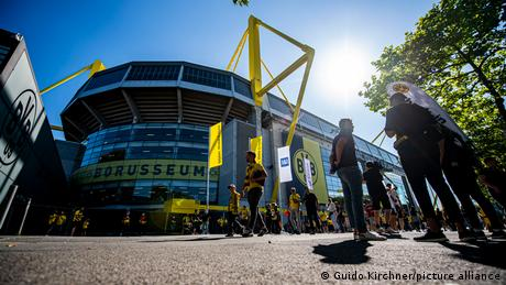 Vaccine protest in Dortmund: 50 people return BVB jerseys in protest at stadium entry regulations