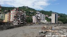Copyright: Alican Uludag, Korrespondent der türkischen Redaktion Zahl der Toten bei Überschwemmungen in der Türkei steigt auf mehr als 50. In Kastamonu-Bozkurt gehen die Bergungs- und Aufräumarbeiten gehen weiter. Alle Fotos sind aus Kastamonu-Bozkurt. Datum: 14-08-2021 Schlagwörter: Türkei, Kastamonu, Bozkurt, Hochwasser