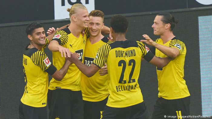 Dortmund players celebrating a goal against Eintracht Frankfurt
