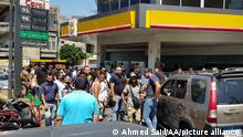 dTRIPOLI, LEBANON - AUGUST 14: Lebanese people queue outside of a gas station to fill their vehicles amidst a deepening economic crisis sparking various shortages of basic staples in the country in Tripoli, Lebanon on August 14, 2021. Ahmed Said / Anadolu Agency