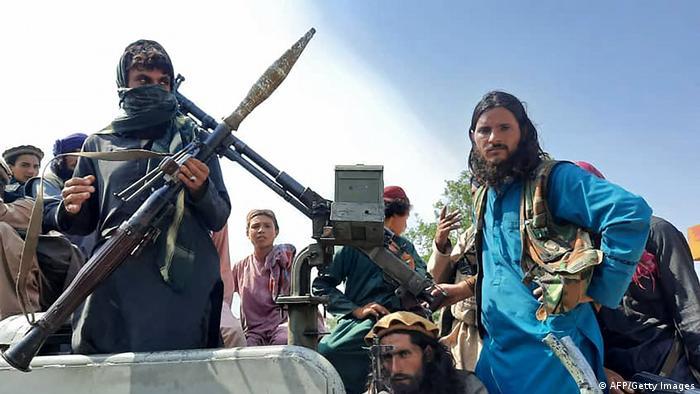 طالبان به سرعت مناطقی را در جنوب افغانستان که زیر تسلّط دولت مجاهدین به رهبری برهانالدین ربانی بود، اشغال کردند. آنها یک ماه و دو روز پس از اعلام موجودیت، ولایت قندهار و در روز ۲۶ سپتامبر سال ۱۹۹۶ کابل را هم به تصرف درآوردند. آنها به محض ورود به کابل قتلعام را شروع کردند و جنازه محمد نجیب، رئیس جمهور و برادرش را در چهارراه آریانا به نمایش گذاشتند.