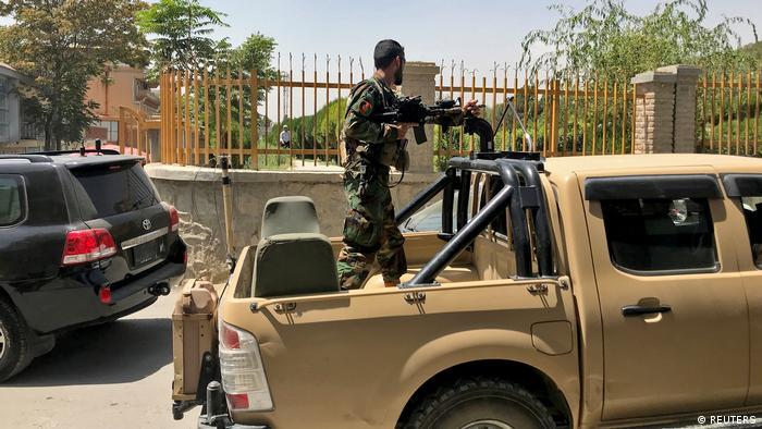 Боєць сил безпеки Афганістану на вулицях Кабула