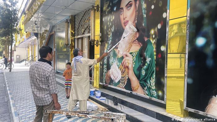 Un salón de belleza para mujeres en Kabul.