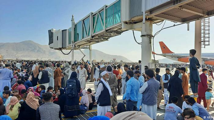Lundi matin, à l'aéroport de Kaboul