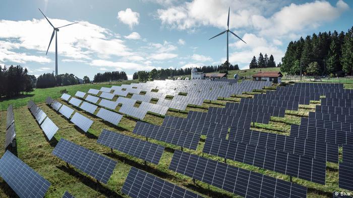 Solarni pogon u Mont-Soleilu u Švajcarskoj bio je 1992. najveći takav u Evropi, on sve do danas proizvodi struju za 120 domaćinstava