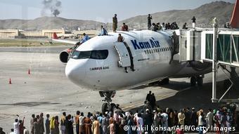 Χαοτικές σκηνές στο διεθνές αεροδρόμιο Χαμίντ Καρζάι