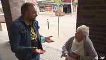 Bild 1 Mirza Edis, Bundestagskandidat Die Linke aus Duisburg Hochfeld im Wahlkampf