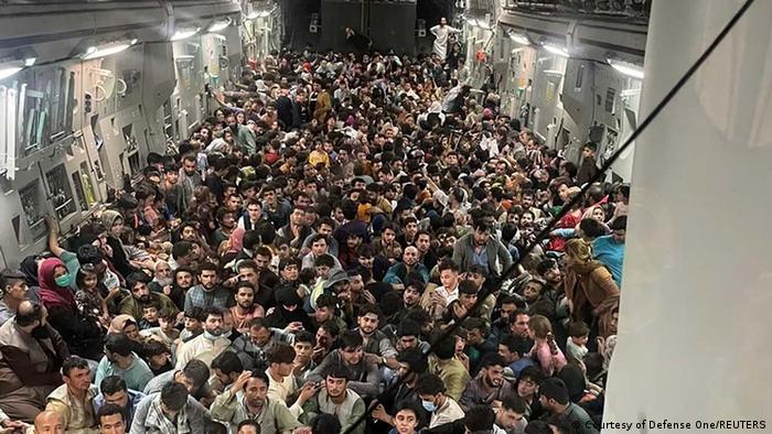 La imagen del vuelo del C-17 entre Kabul y Qatar.