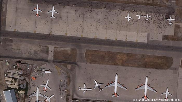 Foto satelit bandara Kabul yang dijubeli warga yang putus asa