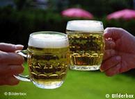 Cerveza a cerveza, el alcoholismo avanza en la sociedad.