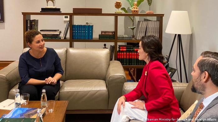Ministrja e Jashtme e Shqipërisë Xhaçka dhe ambasadorja e SHBA, Yuri Kim