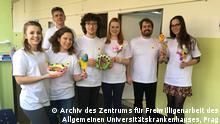 Freiwillige Helferinnen und Helfer im Allgemeinen Universitätskrankenhaus in Prag
