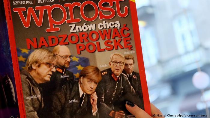 Съчувствие и човещина не са качества, с които асоциират Меркел в Полша. Седмичникът Wprost излезе на корицата си със заглавието Те отново искат да контролират Полша и пак направи паралел с Хитлер. Снимката на германската канцлерка, в обкръжението на водещи фигури от ЕС, като тогавашния предсеадтел на ЕК Жан-Клод Юнкер, е колаж по историческа снимка на Хитлер с неговия антураж.