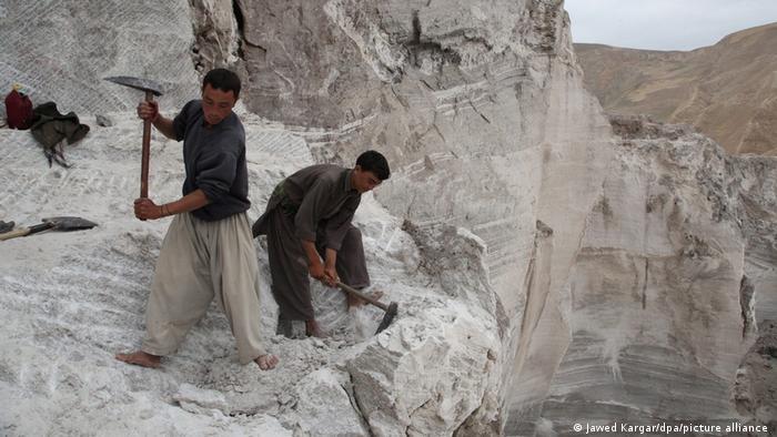 بناء نظام تعدين فعال في أفغانستان التي تعد إحدى دول العالم الفاشلة، قد يستغرق سنوات.