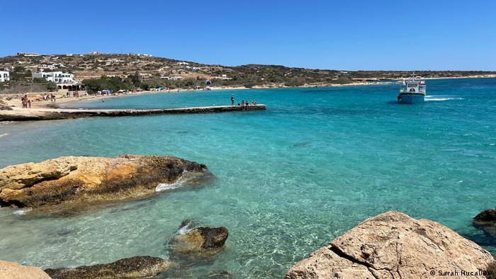 Ελλάδα |  Κόλπος με παραλία και βάρκα