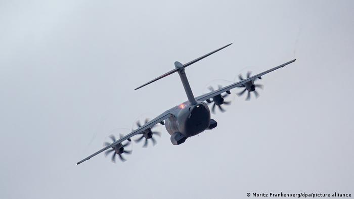 Немецкий транспортный самолет для эвакуации