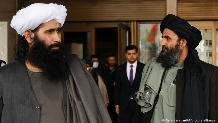 参加了阿富汗和平会议后的塔利班代表团。俄罗斯、中国、美国、巴基斯坦、阿富汗各方和卡塔尔代表团参加了这场2021年3月19日在莫斯科举行的会议