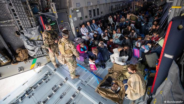Usbekistan Taschkent | Ankunft Evakuierungsflug aus Kabul