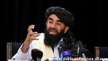 Sabiullah Mudschahid, Sprecher der Taliban, spricht auf seiner ersten Pressekonferenz in Kabul. In der ersten Pressekonferenz seit ihrer faktischen Machtübernahme in Afghanistan haben die militant-islamistischen Taliban versöhnliche Töne angeschlagen. +++ dpa-Bildfunk +++